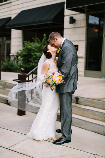 elegant-waterfront-lacrosse-wisconsin-wedding_030