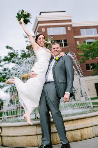 elegant-waterfront-lacrosse-wisconsin-wedding_040
