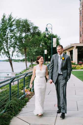 elegant-waterfront-lacrosse-wisconsin-wedding_042