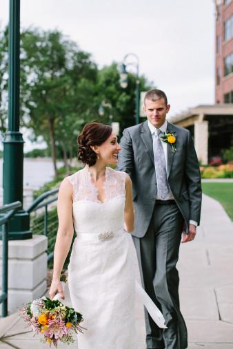 elegant-waterfront-lacrosse-wisconsin-wedding_043