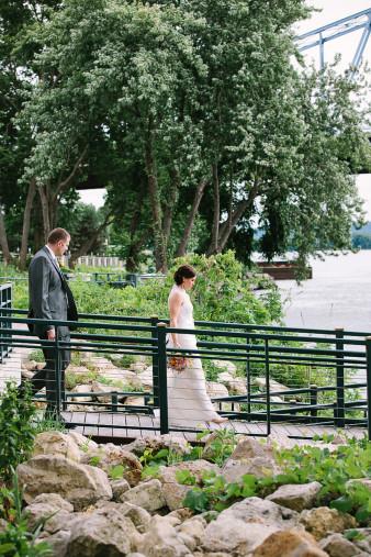 elegant-waterfront-lacrosse-wisconsin-wedding_046