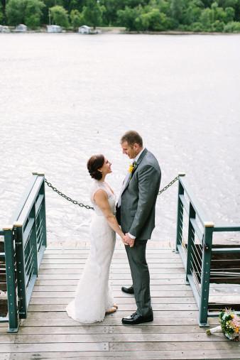 elegant-waterfront-lacrosse-wisconsin-wedding_047