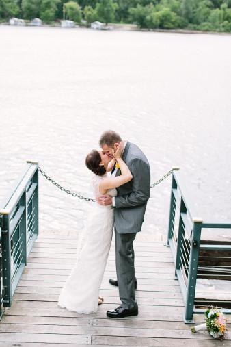 elegant-waterfront-lacrosse-wisconsin-wedding_048