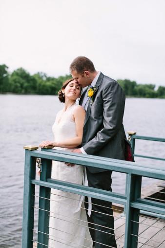 elegant-waterfront-lacrosse-wisconsin-wedding_050