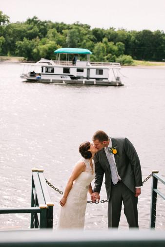elegant-waterfront-lacrosse-wisconsin-wedding_053