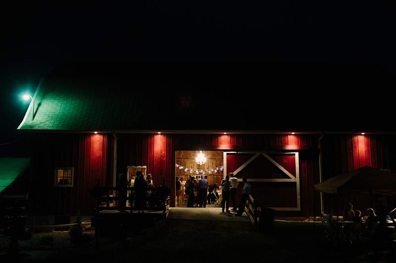 04-southern-wisconsin-madison-milwaukee-barn-wedding-venues