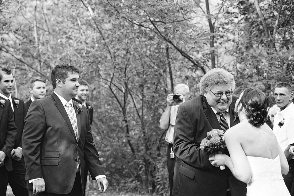 waupaca.wi.wedding.photographer.apple.tree.lane.005