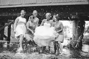 wisconsin.barn.wedding.photos.010