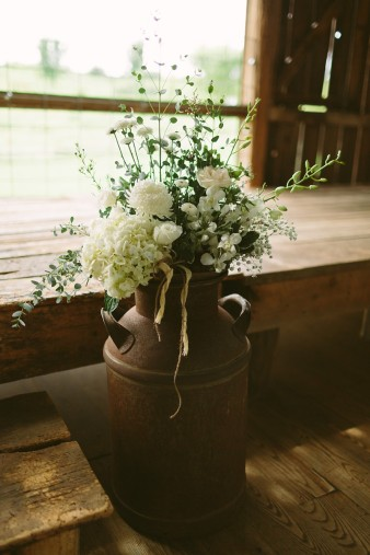 rustic-the-enchanted-barn-wedding-photos-018