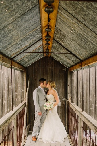 rustic-the-enchanted-barn-wedding-photos-031