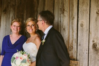 rustic-the-enchanted-barn-wedding-photos-060