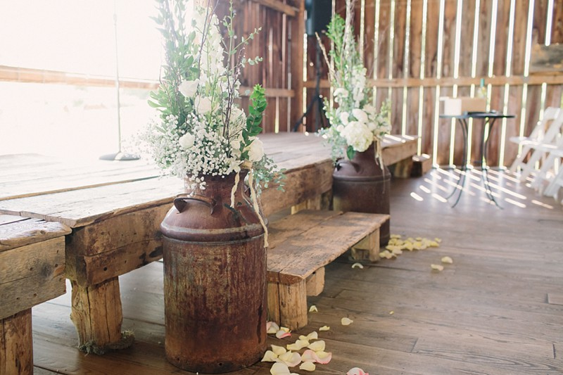 rustic-the-enchanted-barn-wedding-photos-068