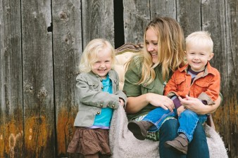 fall-family-photos-child-photographer-lifestyle.wi03