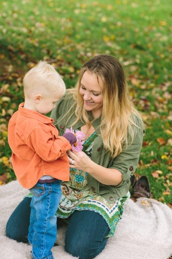 fall-family-photos-child-photographer-lifestyle.wi32