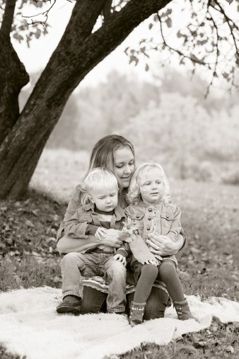 fall-family-photos-child-photographer-lifestyle.wi34