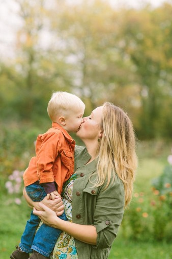 fall-family-photos-child-photographer-lifestyle.wi39