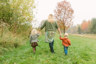 fall-family-photos-child-photographer-lifestyle.wi40