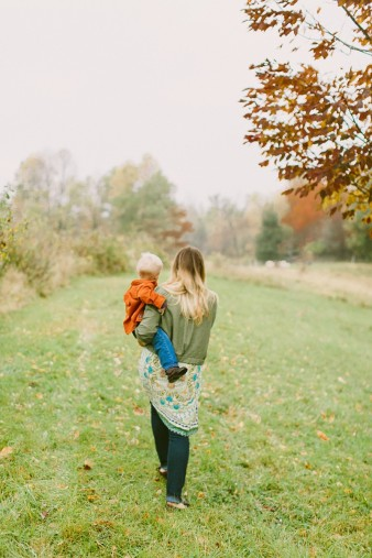 fall-family-photos-child-photographer-lifestyle.wi44