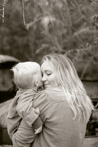 fall-family-photos-child-photographer-lifestyle.wi49
