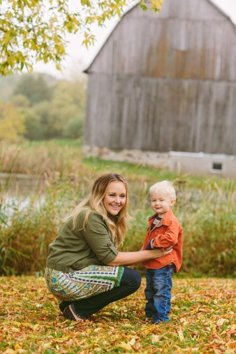 fall-family-photos-child-photographer-lifestyle.wi57