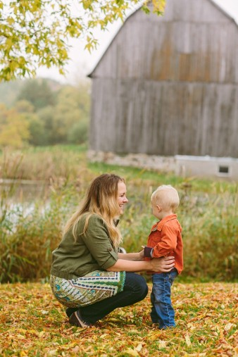 fall-family-photos-child-photographer-lifestyle.wi58