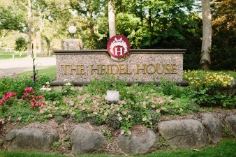 heidel-house-resort-wedding-photos-green-lake-wi.-074