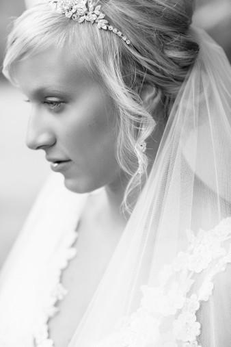 munson-bridge-winery-outdoor-wedding-in-wisconsin-photos-006