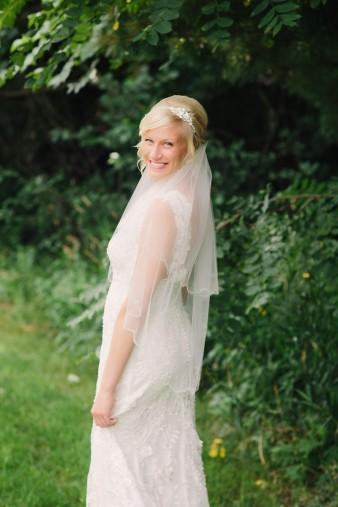 munson-bridge-winery-outdoor-wedding-in-wisconsin-photos-007