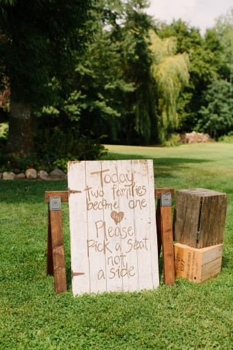 munson-bridge-winery-outdoor-wedding-in-wisconsin-photos-015