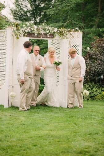 munson-bridge-winery-outdoor-wedding-in-wisconsin-photos-028