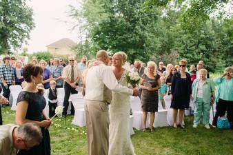 munson-bridge-winery-outdoor-wedding-in-wisconsin-photos-030