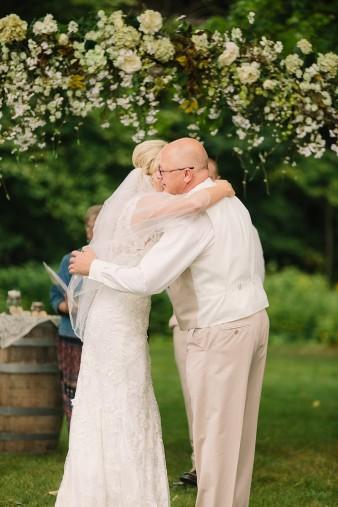 munson-bridge-winery-outdoor-wedding-in-wisconsin-photos-031