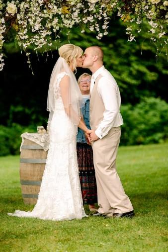 munson-bridge-winery-outdoor-wedding-in-wisconsin-photos-037