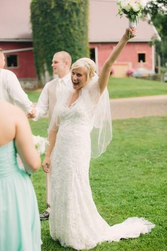 munson-bridge-winery-outdoor-wedding-in-wisconsin-photos-040
