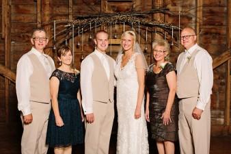 munson-bridge-winery-outdoor-wedding-in-wisconsin-photos-041