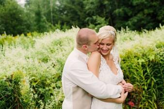 munson-bridge-winery-outdoor-wedding-in-wisconsin-photos-045