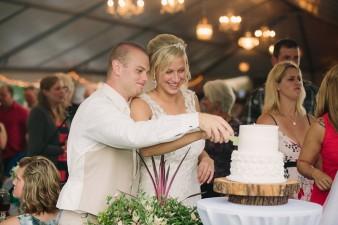 munson-bridge-winery-outdoor-wedding-in-wisconsin-photos-057