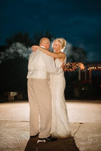 munson-bridge-winery-outdoor-wedding-in-wisconsin-photos-061