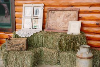 02-outdoor-leinenkugel-travel-themed-wedding-chippewa-falls-wi