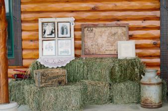 05-outdoor-leinenkugel-travel-themed-wedding-chippewa-falls-wi