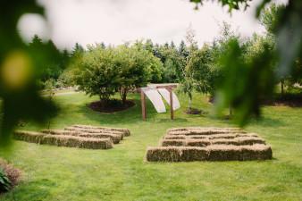 08-outdoor-leinenkugel-travel-themed-wedding-chippewa-falls-wi