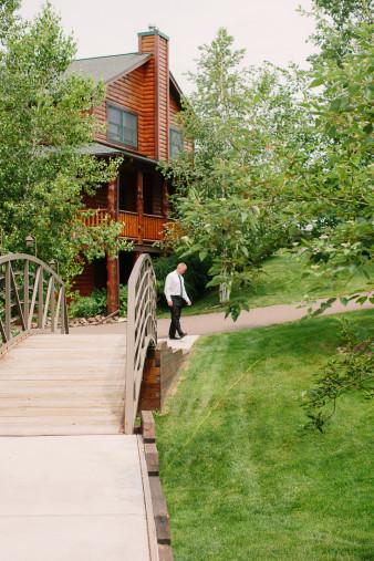 11-outdoor-leinenkugel-travel-themed-wedding-chippewa-falls-wi
