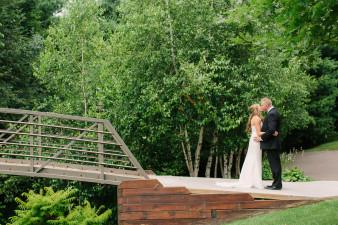 12-outdoor-leinenkugel-travel-themed-wedding-chippewa-falls-wi