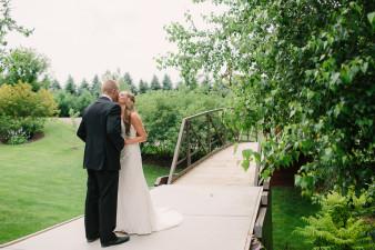 13-outdoor-leinenkugel-travel-themed-wedding-chippewa-falls-wi