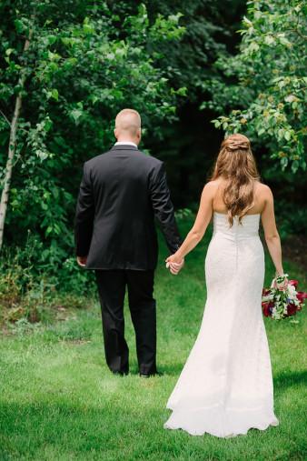 15-outdoor-leinenkugel-travel-themed-wedding-chippewa-falls-wi