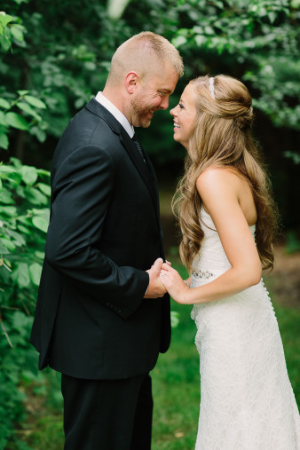 16-outdoor-leinenkugel-travel-themed-wedding-chippewa-falls-wi