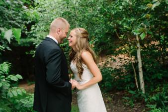 17-outdoor-leinenkugel-travel-themed-wedding-chippewa-falls-wi