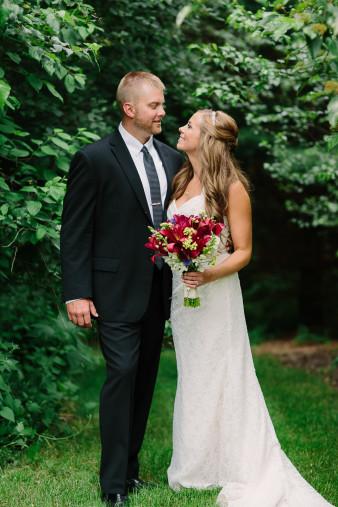 20-outdoor-leinenkugel-travel-themed-wedding-chippewa-falls-wi