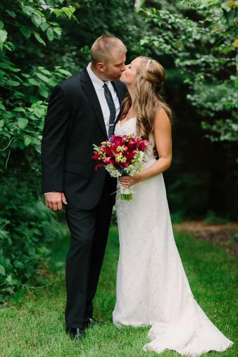 21-outdoor-leinenkugel-travel-themed-wedding-chippewa-falls-wi