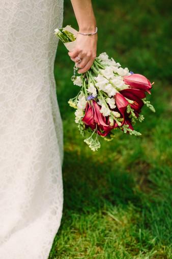 23-outdoor-leinenkugel-travel-themed-wedding-chippewa-falls-wi